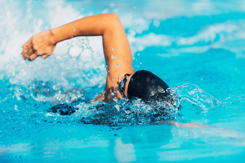 Fibromyalgia Patients Find Pain Relief, Better Quality of Life by Swimming